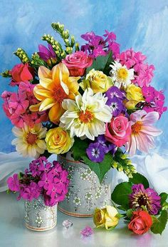 Send birthday flowers from a real Roanoke, VA local florist. George's Flowers has a large selection of gorgeous floral arrangements and bouquets. We offer flower deliveries for birthday flowers.