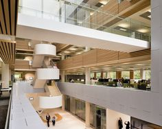 Central atrium of new Marine technology University building in Southampton (UK) jointly commissioned with Lloyd's Register - Grimshaw architects Contemporary Architecture, Architecture Details, Interior Architecture, Indoor Railing, Staircase Handrail, Stairs, Plan Maestro, University Of Southampton, University Architecture