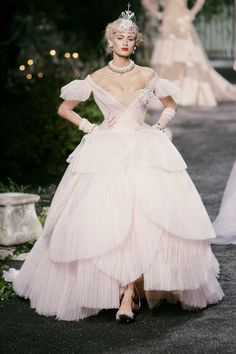 John Galliano for Christian Dior, Haute Couture Fall 2005 Fashion Weeks, Dior Fashion, Couture Fashion, Runway Fashion, Boho Fashion, Fashion Show, Jeans Fashion, Classy Fashion, Party Fashion