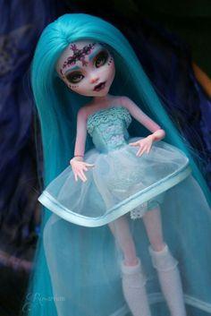OOAK Repaint Monster High doll Elissabat #RepainteddollMonsterHigh