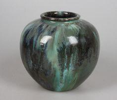 Klaas Mobach early lustre glazed vase...