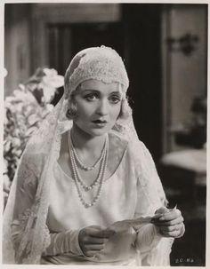 20's style wedding - Constance Bennett