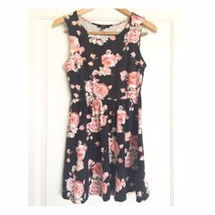 """F21 Floral dress In a good condition. No trade✖️Reasonable offers will be considered through the """"offer"""" button only Forever 21 Dresses"""