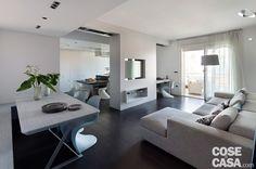 L'abitazione, di nuova costruzione, mette in luce soluzioni architettoniche…
