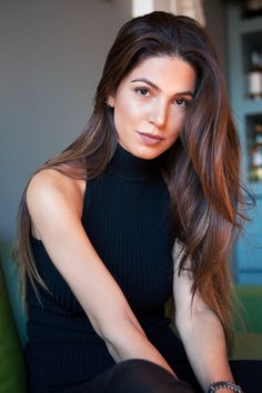 Achieve A Flawless Complexion — Negin Mirsalehi Cheveux Ternes, Travel Hairstyles, Negin Mirsalehi, Dull Hair, Natural Hair Styles, Long Hair Styles, How To Pose, Tips Belleza, Flawless Skin