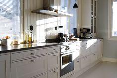 Lounatuulia: Sunny kitchen