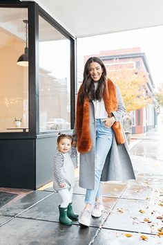 Check out how these three stylish mothers style their Allbirds sneakers for winter. Spring Work Outfits, Fall Winter Outfits, Winter Fashion, Women's Fashion, Bird Shoes, Allbirds Shoes, White Runners, Sneakers Looks, Cycle Chic