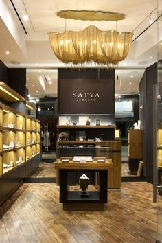 Jewerly Store Interior Decor Spaces Ideas For 2019 Design Shop, Design Café, Cafe Design, Jewelry Store Design, Jewelry Shop, Gold Jewelry, Jewelry Chest, Jewelry Findings, Gemstone Jewelry