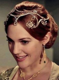 Kazaziye Earrings and Necklace on Meryem Üzerli as Hürrem
