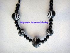 Collar largo en Fimo blanco y negro.  www.misuenyo.com / www.misuenyo.es