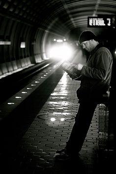 """""""Un tren que parte es la cosa del mundo más semejante a un libro que se acaba.""""  {Benito Pérez Galdós; Tormento}"""