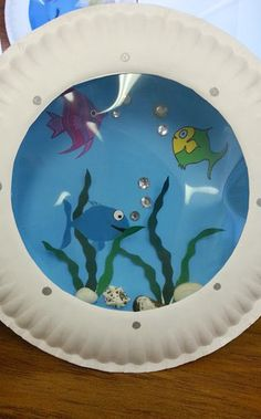 Paper plate and transparency paper fish tank kids crafts