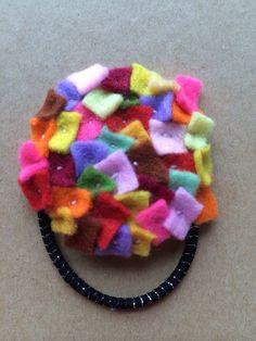 小さなフェルトを紫陽花のようにたくさん縫い付けたヘアゴムです。|ハンドメイド、手作り、手仕事品の通販・販売・購入ならCreema。