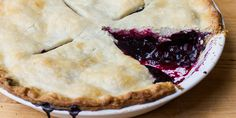 Classic Blueberry Pie Recipe from Grandmothers Kitchen. Classic Blueberry Pie Recipe, Blueberry Pie Recipes, Blueberry Desserts, Sweets Recipes, Just Desserts, Just Pies, Fruit Pie, Homemade Pie, Pie Cake