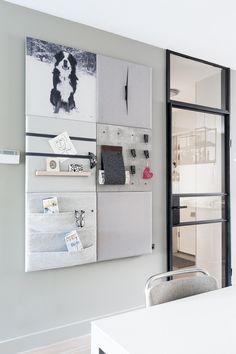 WEER VERLIEFD OP JE HUIS • geef je huis een nieuwe look een stalen deur. Zo maak je een prachtige entree. Bekijk hier de make-over |  Steel look doors | Gezien op tv: aflevering 6, seizoen 10 'Weer verliefd op je huis' | Fotografie Barbara Kieboom | Styling Fietje Bruijn #door #stalendeur Memo Boards, Home Photo Studio, Living Room Tv, Interior Inspiration, Shelving, Locker Storage, Sweet Home, New Homes, Room Decor