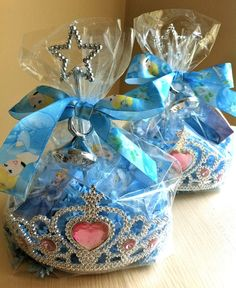 *Princess Favors. (This is a great idea for favors you can make yourself.) Take a clear bag, put it inside a crown, fill it with candy, add a small wand to the middle, tie it with a ribbon with a ring in the center of the bow - So cute!