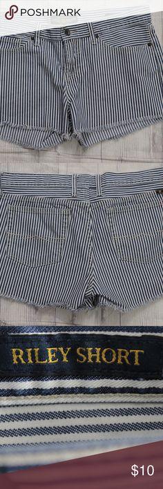 "Lucky Brand Blue White Stripe Shorts Size 8 Brand: Lucky Brand Riley Shorts Size 8/29 Cut: Short Shorts Waist:17"" Lucky Brand Shorts Jean Shorts"