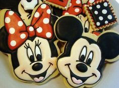 mickey and minnie cookies Iced Cookies, Cute Cookies, Cookies Et Biscuits, Cupcake Cookies, Sugar Cookies, Mini Cookies, Minnie Mouse Cookies, Disney Cookies, Mouse Cake