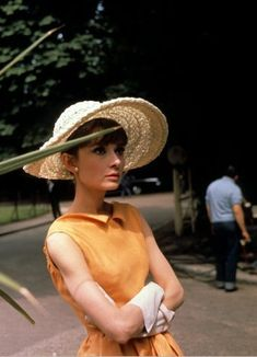 """Audrey Hepburn photographed by Bob Willoughby in Paris (France), during the filming of """"Paris - When It Sizzles"""", in August 1962."""