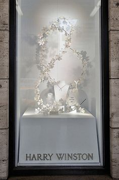 Harry Winston Custom Window Displays | Creative Engineering