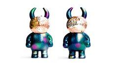オーシャンギャラクシーマスク     後藤彩色所、後藤さんによる彩色のオーシャンギャラクシーウアモウに合わせて、 彫金職人、高木実(ウアモウ作者、高木綾子の父)がマスクを創作。 ペリドットが施されたものと、アメジストが施されたものがございます。 2人の名工による、限定コラボ!