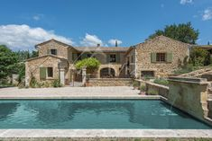 #Sale #Lourmarin #Provence #ElegantProperty #LuxuryRealEstate Michaël Zingraf Real Estate Christie's brings to you an elegant property has been fully renovated and built around a beautiful courtyard with a pool. The main house has 7 bedrooms and 2 independent apartments complete the property with numerous outbuildings (garages, workshop ...). The heated swimming pool boasts a beautiful view of the Luberon, the village and the vineyards. Olive grove in production. Full story here…
