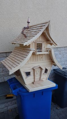 Bird House Plans 352336370849264395 - Vogelvilla Source by Maeevii Wooden Bird Houses, Bird Houses Diy, Fairy Garden Houses, Play Houses, Wood Projects, Woodworking Projects, Bird House Feeder, Bird Feeders, Fairytale House