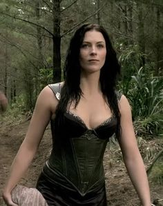 Kahlan Amnell Outfit Top - One Day. Dacey Mormont, Famous Celebrities, Celebs, Sword Of Truth, Bridget Regan, Cosplay, Famous Faces, Celebrity Pictures, Beautiful Actresses