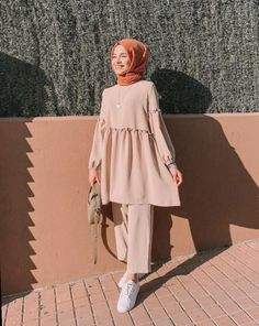 Pin by ima on blouse & shirt in 2019 hijab fashion, hijab outfit, stree Hijab Fashion Summer, Modest Fashion Hijab, Modern Hijab Fashion, Street Hijab Fashion, Hijab Fashion Inspiration, Muslim Fashion, Mode Inspiration, Modest Outfits Muslim, Modesty Fashion