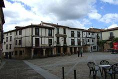 Bonito pueblo que ha sabido mantener perfectamente su aspecto de antaño y que regala a todo aquel que lo visite le hermosa imagen de un pueblo medieval bien conservado.