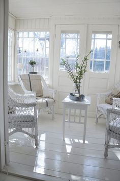 white wicker sunroom Love the floors White Cottage, Cozy Cottage, Cottage Style, Outdoor Rooms, Outdoor Furniture Sets, Wicker Furniture, Interior Exterior, Interior Design, White Wicker