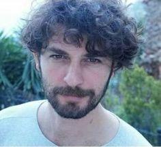 Turkish Men, Turkish Actors, Travis Fimmel, Hair And Beard Styles, Curly Hair Styles, Vampire Series, American English, Curly Hair Men, American Actors