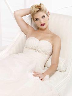 Gorgeous sleeveless A-line floor-length wedding dress  Read More:    http://www.wholesale-lucky.com/index.php?r=gorgeous-sleeveless-a-line-floor-length-wedding-dress.html