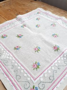 Lovely floral/roses cross stitch embroidered tablecloth in linen from Sweden Lovely floral/roses cross stitch embroidered tablecloth in linen from Sweden Cross Stitch Rose, Cross Stitch Borders, Embroidered Clothes, Embroidered Flowers, Hardanger Embroidery, Cross Stitch Embroidery, Cloth Flowers, Clothing Patches, Bargello