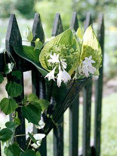 Gartengestaltung: Leichte und Märchenhafte  Deko Ideen im Garten - deko ideen im garten blumenstrauss eigenart zaun