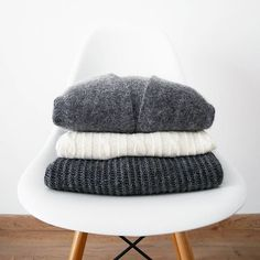 #home #fwis #eames #furniture #outfit #knit #mohair #wool #grey #white #knitwear #sweet #cardigan #Mango #Zara #COS #basics #winter Les doudous ☁❄