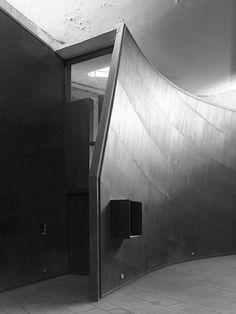 Le Corbusier, Cemal Emden · Palais des Filateurs. Ahmedabad, India · Divisare