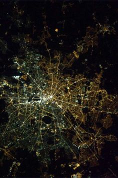 East/West Berlin divide still visible from space due to different light bulbs. Photo by Chris Hadfield from the International Space Station in Chris Hadfield, West Berlin, Berlin Wall, Berlin Berlin, Berlin Today, Berlin Ick Liebe Dir, Different Light Bulbs, Earth From Space, Birds Eye View