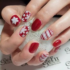 """21 Likes, 1 Comments - Melanie Swales (@bellarosebeautynails) on Instagram: """"#nailart #nails #naildesigns #christmasnails #red #snowflakes"""""""