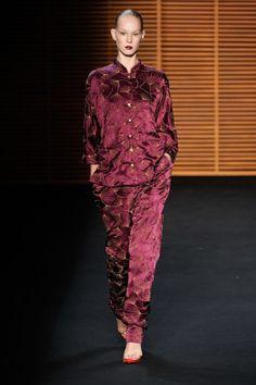 Trend pijama versão oriental no desfile da Patachou no Fashion Rio Inverno 2012.