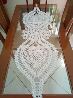 Bruges Lace Runner Crochet Doily - Diy C Crochet Table Runner Pattern, Free Crochet Doily Patterns, Crochet Mat, Crochet Doily Diagram, Crochet Motifs, Crochet Dishcloths, Crochet Tablecloth, Crochet Designs, Crochet Doilies