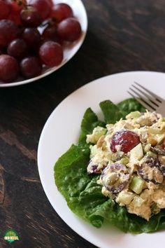 Esta deliciosa receta de ensalada de polllo, manzana y uvas rojas es perfecta para cuidar la dieta y lograr nuestro objetivo de bajar de peso. http://cocinamuyfacil.com/ensalada-de-pollo-manzana-y-uvas-rojas-receta/