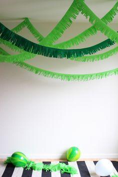 DIY Tunnel Fringe Garland #party #garland #fringe