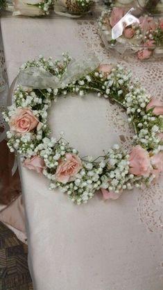 Wedding Bridesmaid Flowers, Bridal Flowers, Floral Wedding, Diy Wedding, Flower Girl Halo, Flower Girls, Flower Girl Hairstyles, Spray Roses, Wedding With Kids