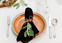 Twine. I love twine; it has a charming, old-fashioned feel to it, and better yet, you probably have a spool in your gardening bag. This ingenious napkin ring is crafted of twine and a few acorns and leaves.