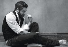 I'm a sucker for a stylish guy with a great beard.  #JakeGyllenhaal in #details