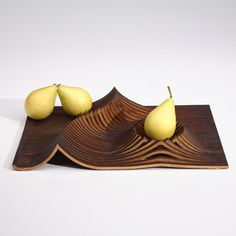 this laser piece makes plates everywhere feel self conscious. the laser texture turns a fruit serving plate into a fruit landscape! Rustic Bowls, Wood Bowls, Modern Fruit Bowl, Kitchenware, Tableware, Table Top Design, Eating Light, Fruit Plate, Self Conscious