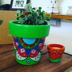 Vasinhos decorados para suculentas by Cida Sales Arte Designer.