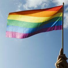 Conheça os famosos que assumiram a homossexualidade | eHow Brasil