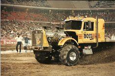 USHRA (United States Hot Rod Association) Motorsports Extravaganza '86 by ATOMIC Hot Links, via Flickr New Trucks, Custom Trucks, Lifted Trucks, Cool Trucks, Truck And Tractor Pull, Tractor Pulling, Farmall Tractors, Old Tractors, 6x6 Truck